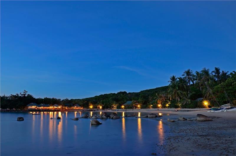 Whale Island Nha Trang by night