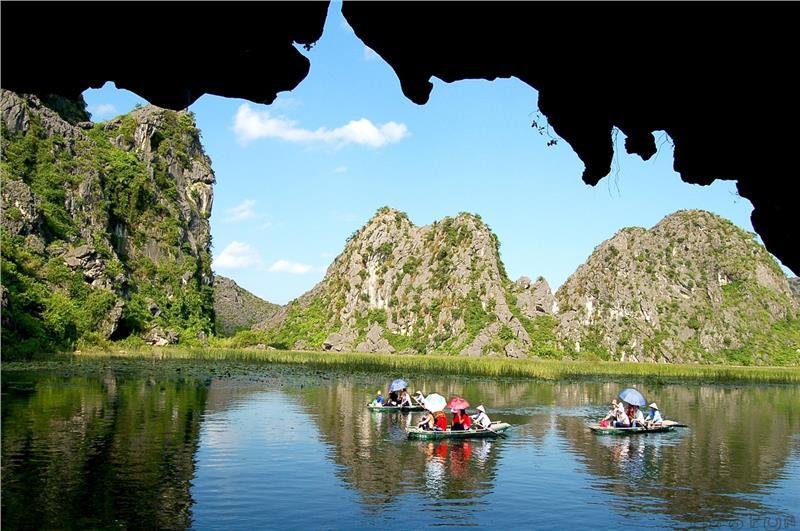 Thăm các hang động của Tam Cốc
