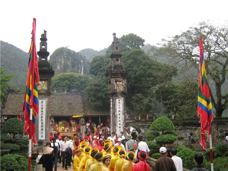 Festival at the temple of Dinh Tien Hoang