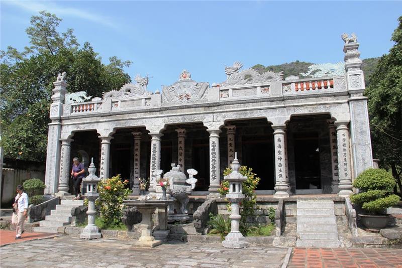 4.Facade of Thai Vi Temple