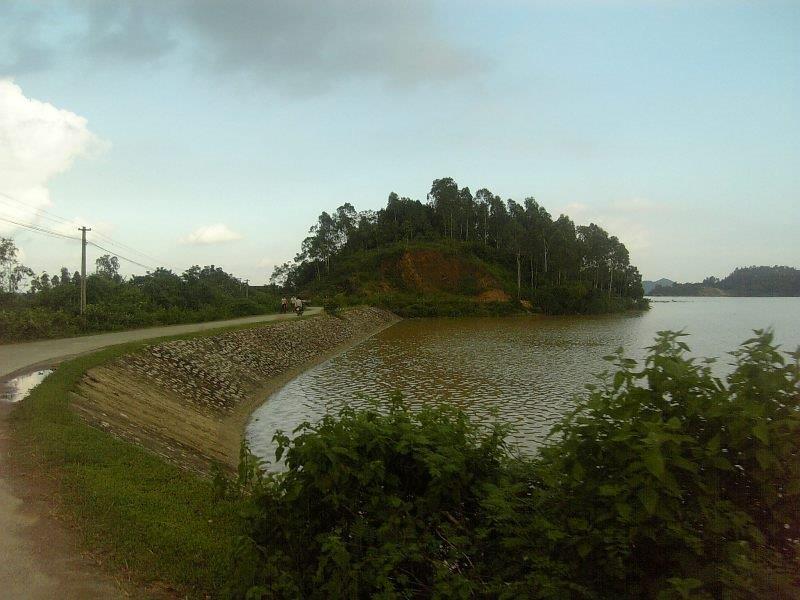A corner of Yen Thang Lake