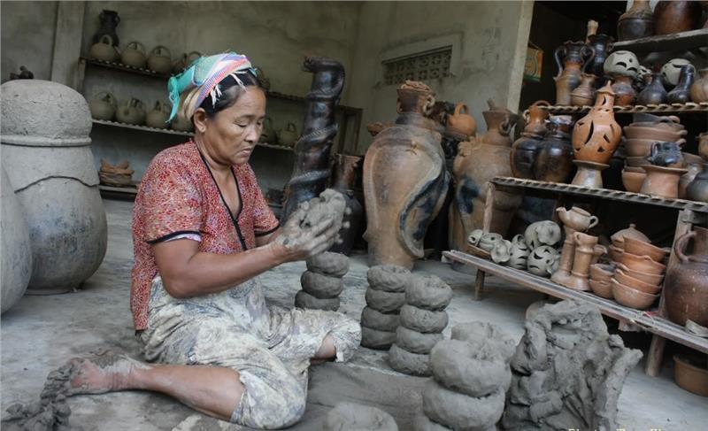 Bau Truc ceramic village