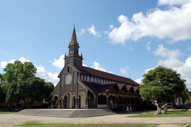Nhà thờ gỗ KonTum