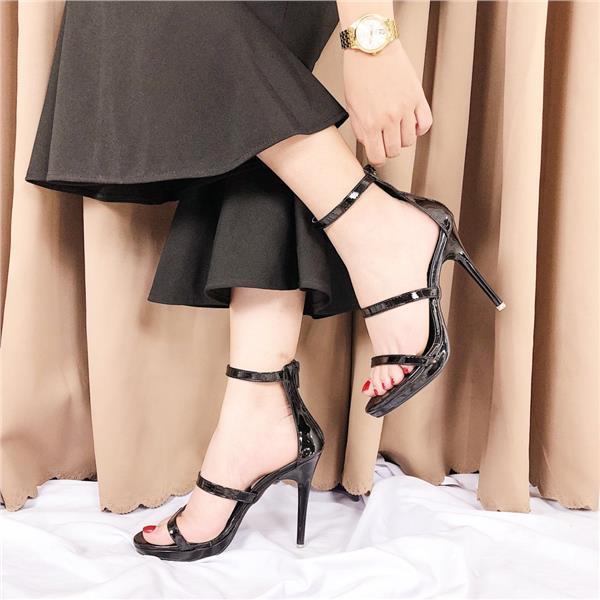 Quà tặng giày cao gót