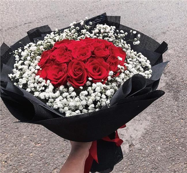Tặng một bó hoa tươi thắm