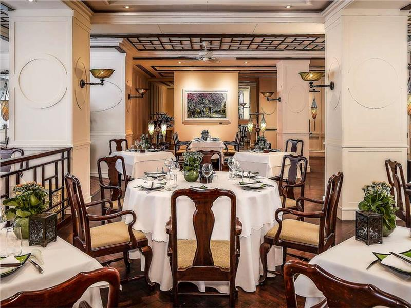 Luxury five star hotel in Hanoi