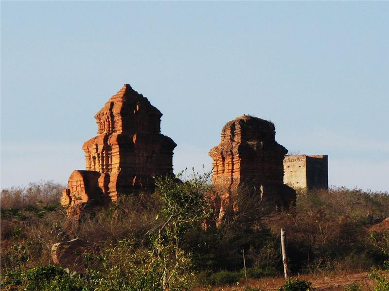 Ancient Poshanu Cham Tower