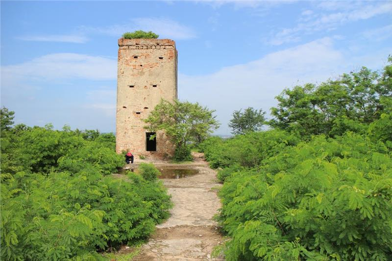 Cham Tower upstairs road