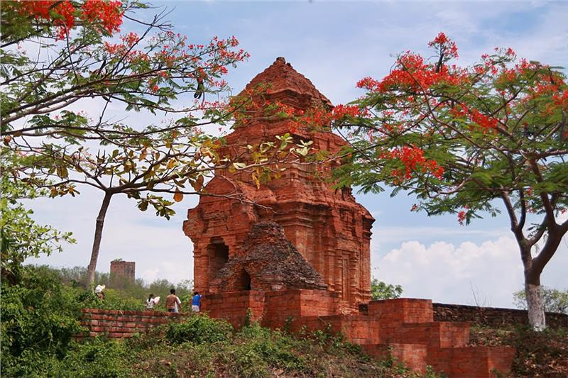Poshanu Cham Tower