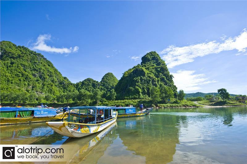 Boat port in Song River to Phong Nha Ke Bang