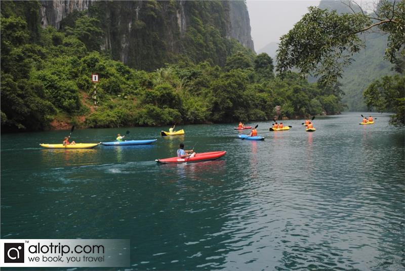 kayak on Son river to Phong Nha Ke Bang