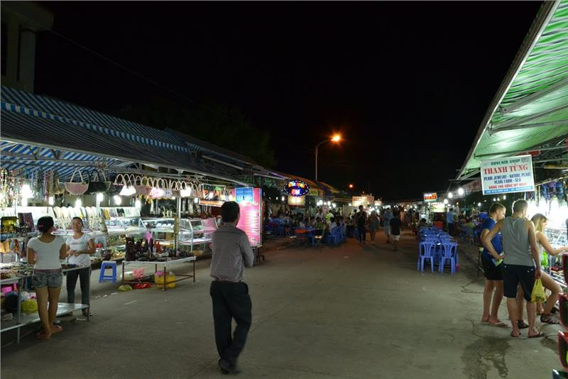 Wandering in Dinh Cau Night Market