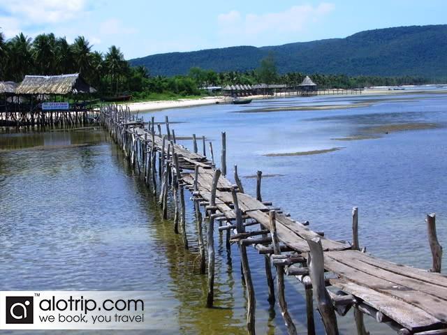 Peaceful Ham Ninh fishing village