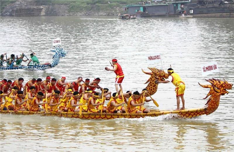 Boat Racing in Hung King Festival