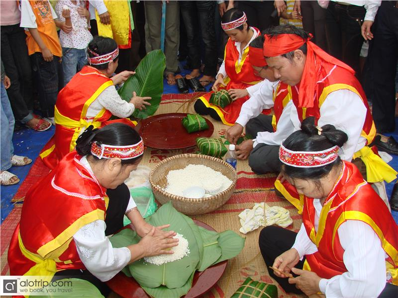 Cake Making Contest in Hung King Festival