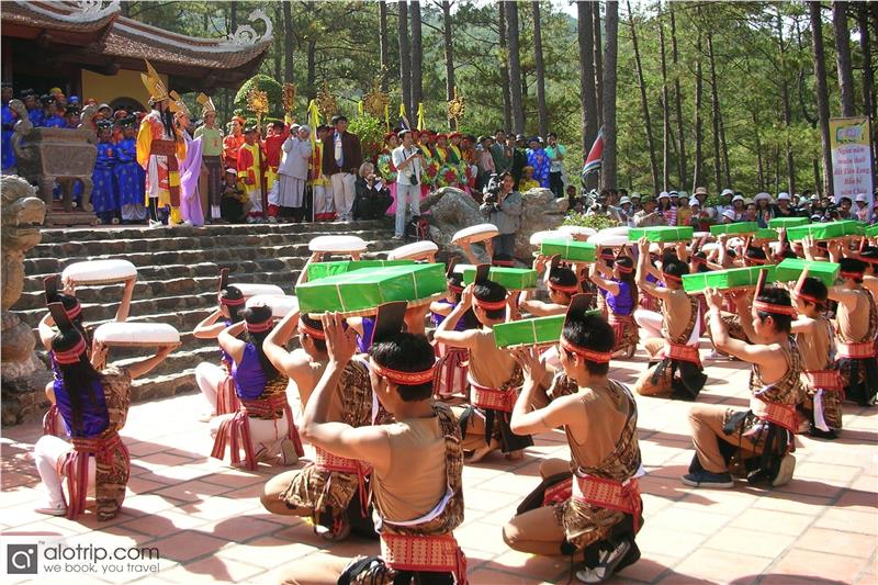 Performances in Hung King Festival