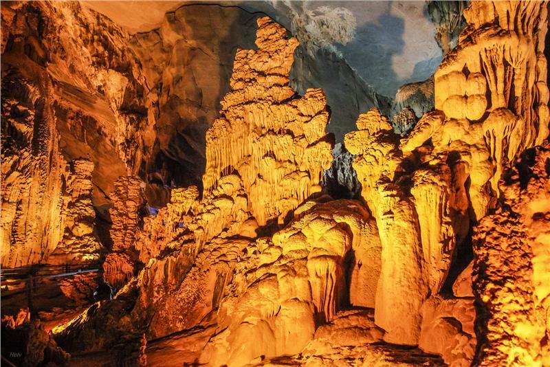 Phong Nha Ke Bang Cave