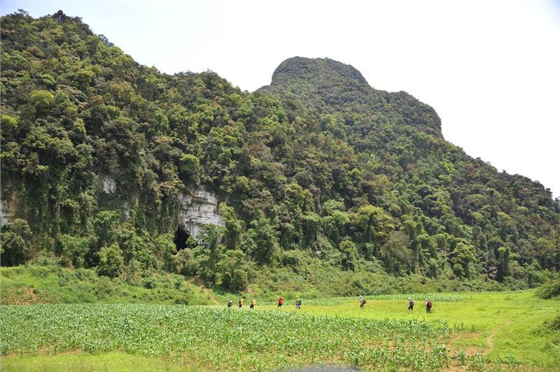 Entrance to Tu Lan Cave