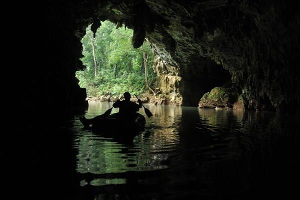 Exploring inside Tu Lan Cave