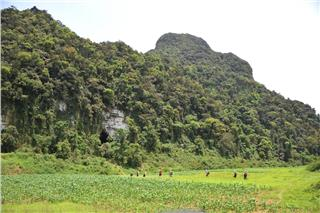 Quang Binh tours to Nuoc Nut Cave - Hang Va Cave