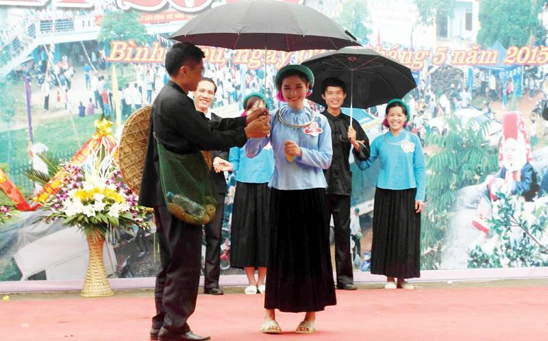 Hội hát Soóng Cọ giao duyên ở Bình Liêu