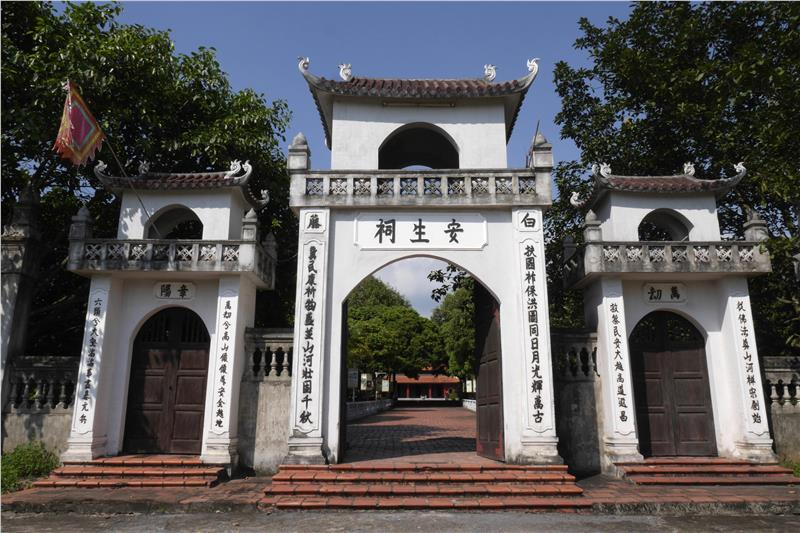Gate into Tran Dynasty Relics - Quang Ninh