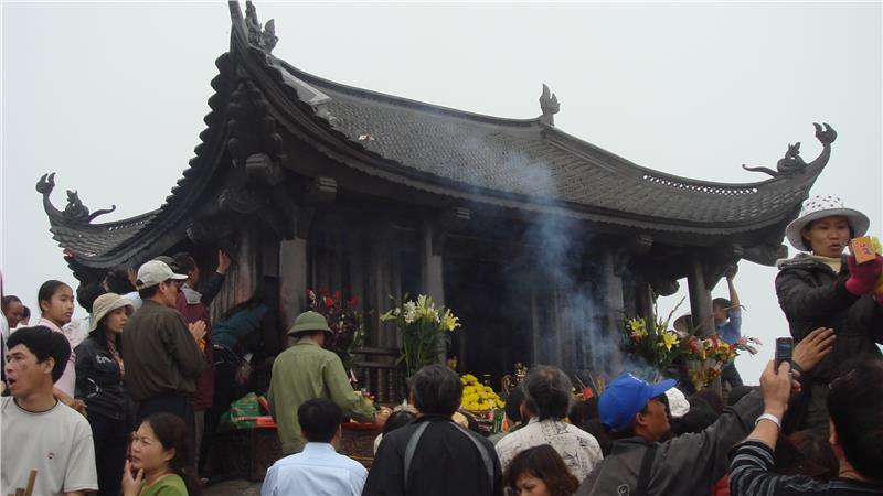 People worship at Yen Tu Pagoda
