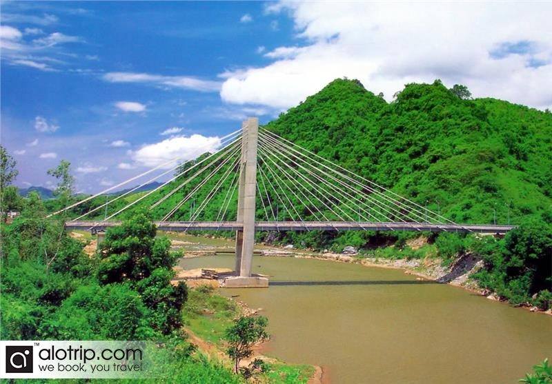 Dakrong Bridge panorama