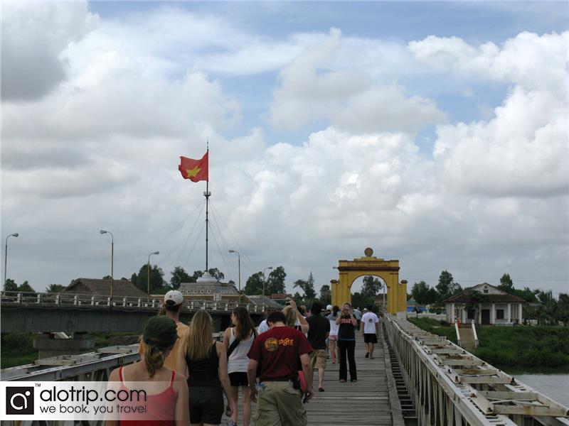 travelers visting historic Hien Luong Bridge over Ben Hai River