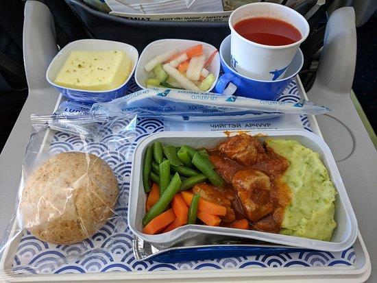 Một suất ăn của hãng hàng không Mongolian Airlines
