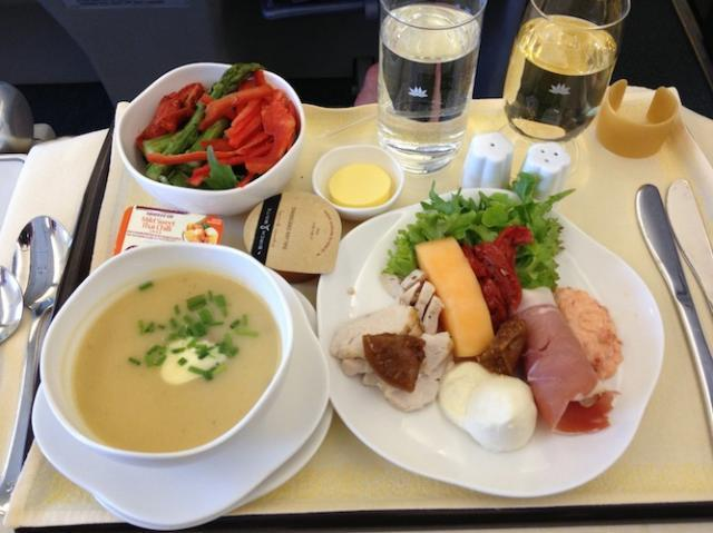 Bữa ăn trên máy bay hãng Vietnam Airlines