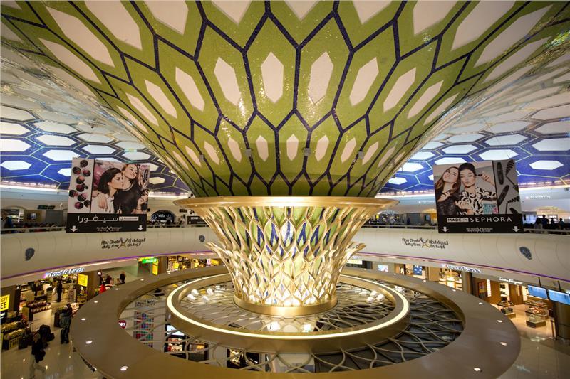 Bên trong nhà ga sân bay Abu Dhabi