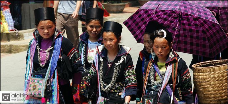 Hmong girls in Nao Cong Festival