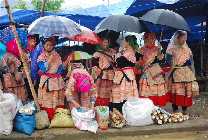 At Bac Ha Market