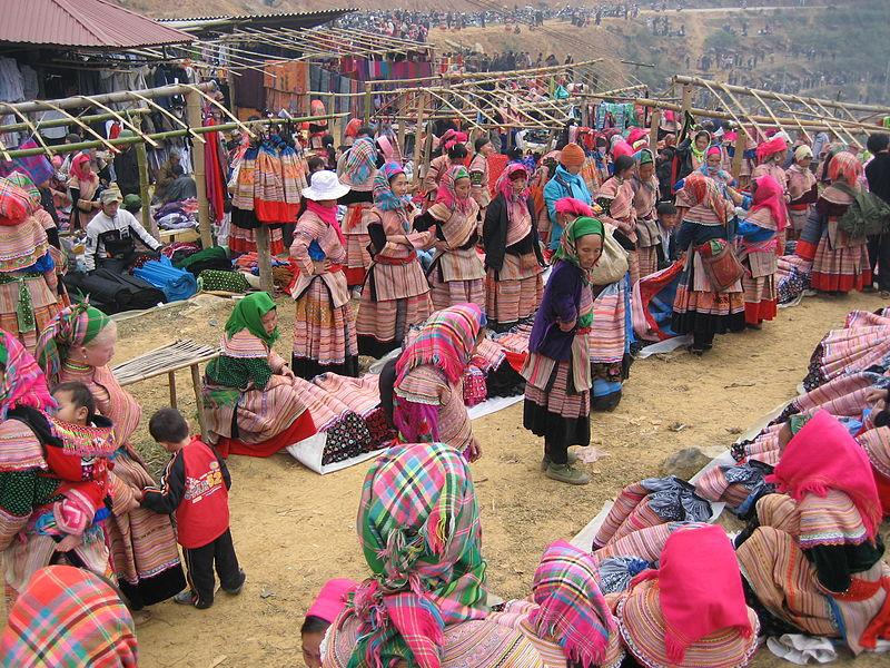 Sapa brocade - colors of Vietnam ethnic groups