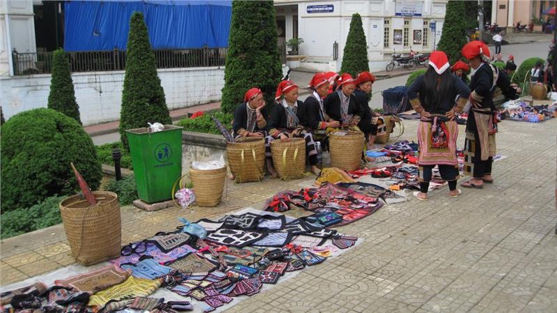 Dao ethnic people at Sapa Market