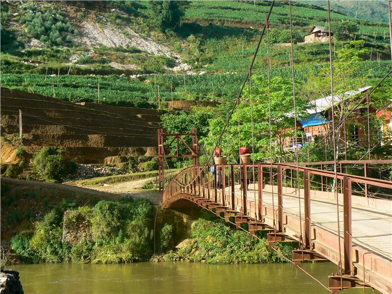 Bridge to Ta Van Village