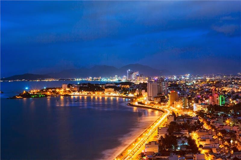 Bãi biển Nha Trang về đêm đẹp lung linh