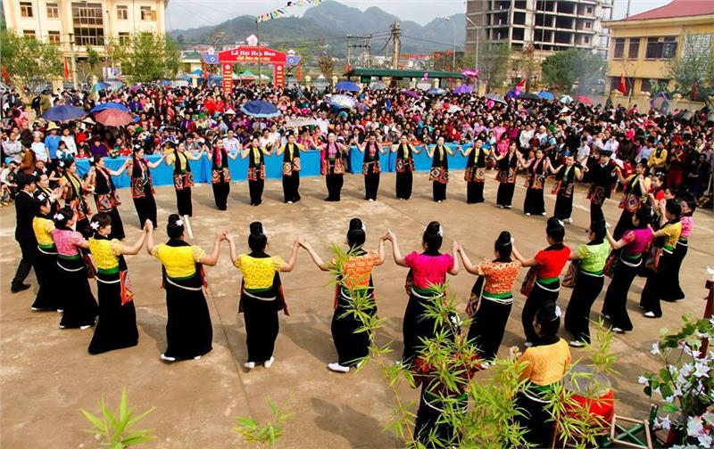 Thai ethnic minority people in Hoa Ban Festival