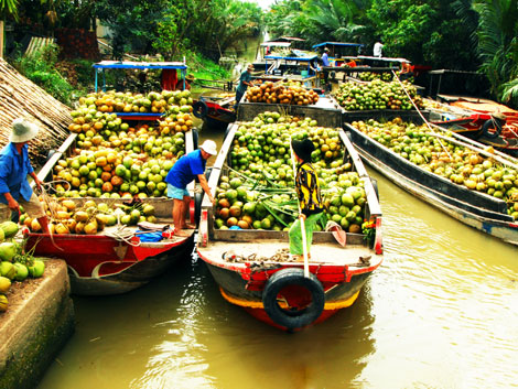 Indochina guide on Cai Be Floating Market