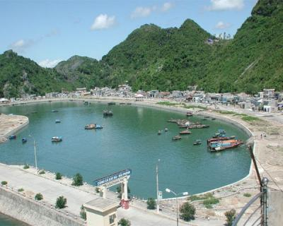 Cat Ba Fishing port