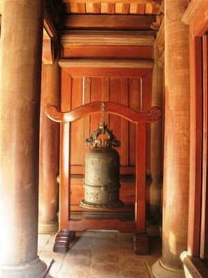 "Precious relics ""the Bich Ung bell"" (The largest bell in the Giam's dynasty) was cast in 1768"