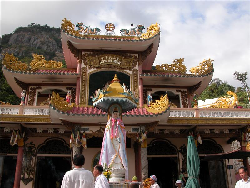 Linh Son Thien Thach Pagoda in Ba Den Mountain
