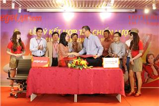 Vietjet Air signs strategic cooperation with Lotteria Vietnam