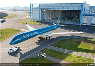 Xuất xưởng máy bay A350 XWB đầu tiên của Vietnam Airlines