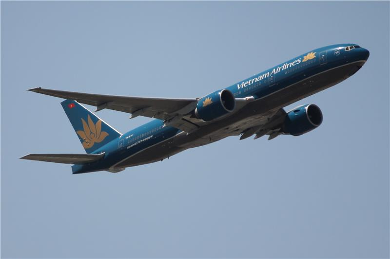 Vietnam Airlines tips to avoid lost luggage at the airport