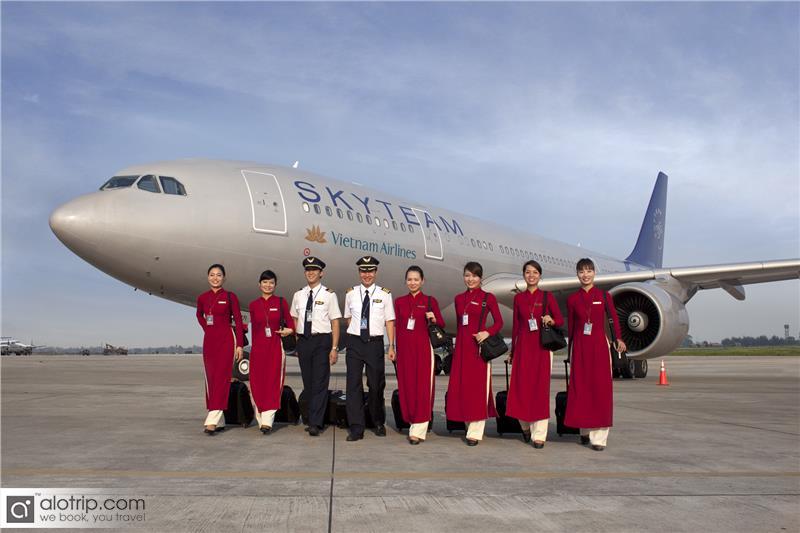 Vietnam Airlines crew