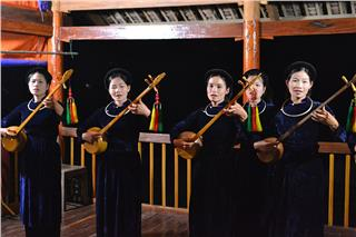 Then singing – A traditional Vietnamese singing genre