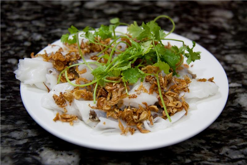 Banh cuon (Vietnamese rolled cake)