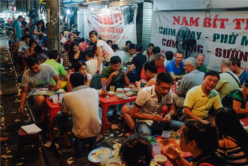 Vietnamese street food in the eyes of international tourists